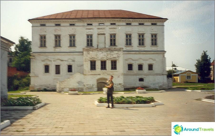 Lazhechnikov Manor, 2001