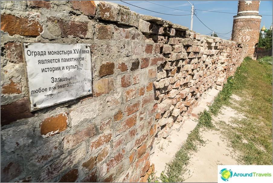 Luostarin muurin jäännökset
