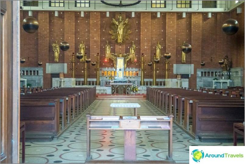 Herran pyhän sydämen kirkko - paikka, jossa otat vain kaksi kuvaa
