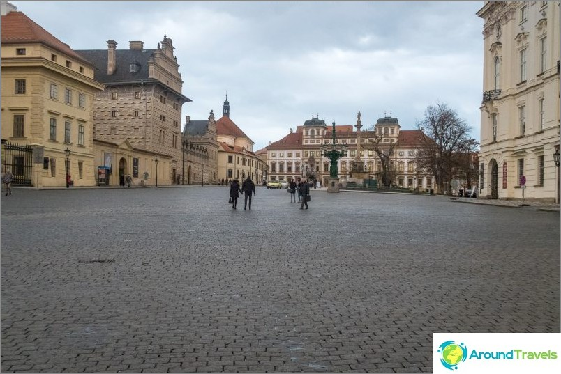 Hradcany-aukio Prahan linnassa