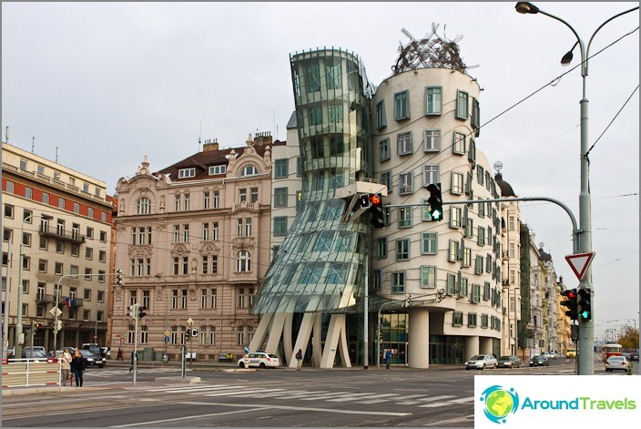 Epätavallinen rakennus Prahan keskustassa