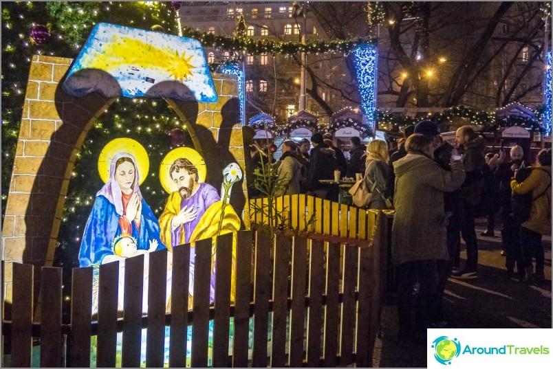 Prahan Pyhän Ludmilan kirkko - viihtyisä aukio kaupungin keskustassa