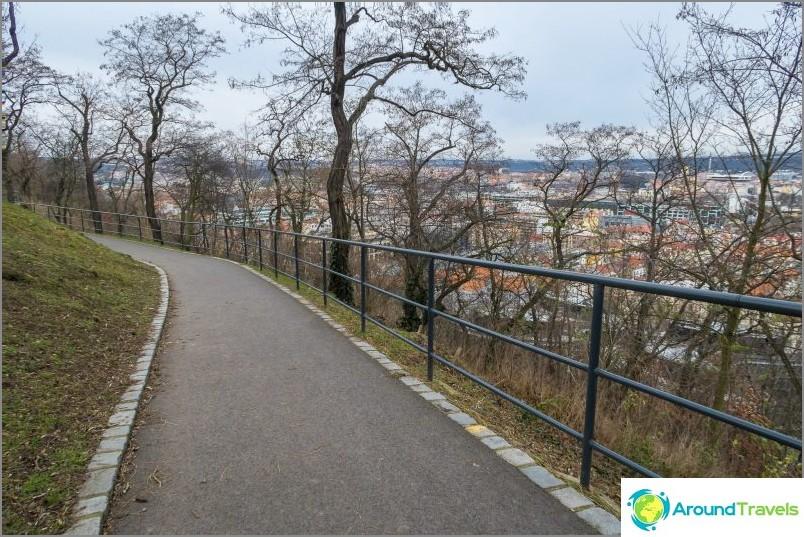 Vitkov-mäki Prahassa - puisto, monumentti ja näköalatasanne