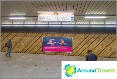 Metroasemalta seuraa opasteita
