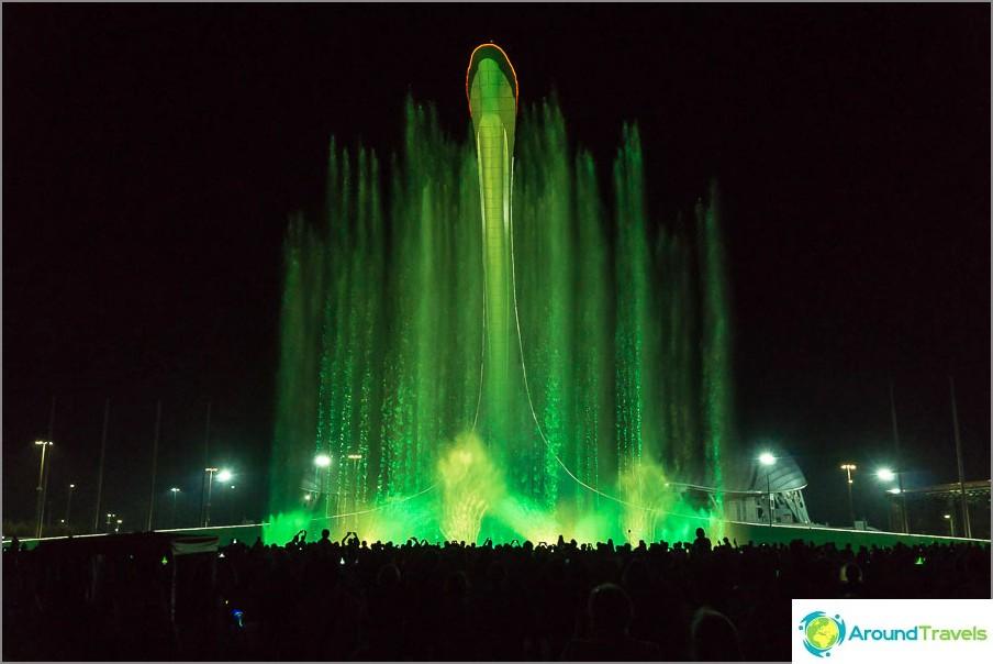 Пеещ фонтан в Олимпийския парк