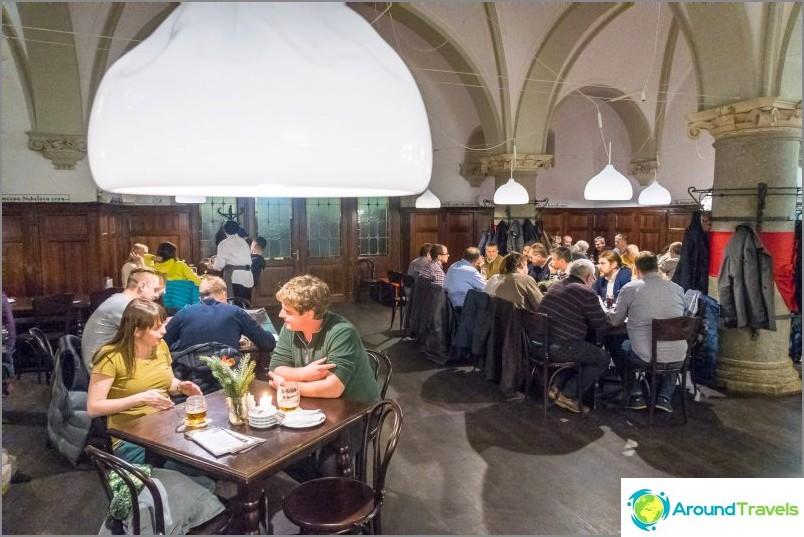 Radnicni Sklipek Liberecissä - ravintola kaupungintalon kellarissa