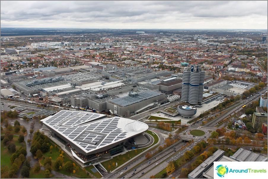 Изглед от олимпийската кула. Модерен Мюнхен.