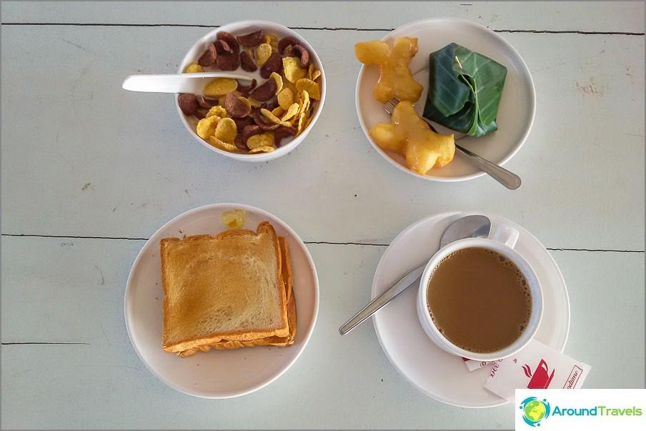 Aamiainen laiturilla