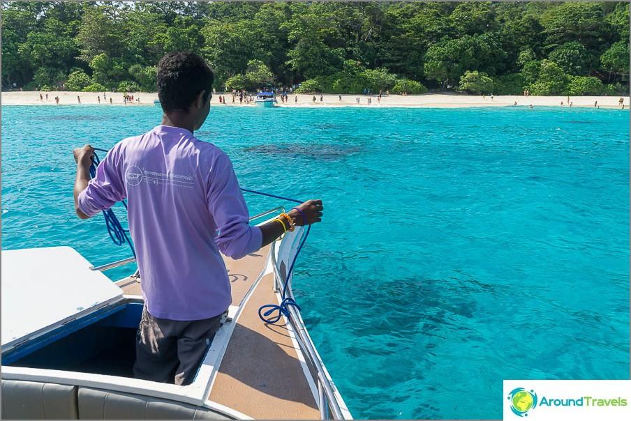 Ui saarelle 4, kiinnitä huomiota veden väriin!