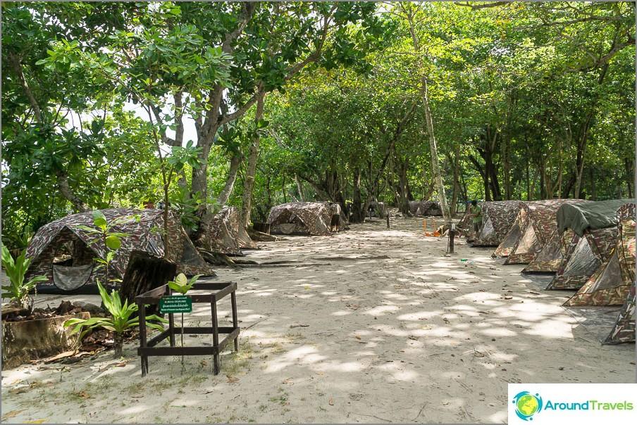 Bungalowin lisäksi voit elää tällaisissa telttoissa