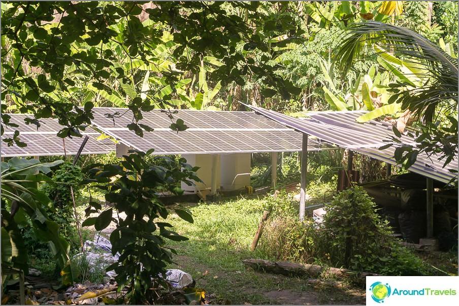 Sähkö saadaan aurinkopaneeleista.