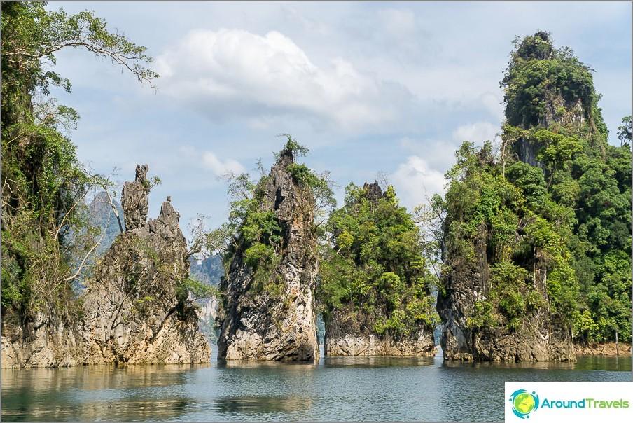 Nämä 3 kallioita ovat Khao Sokin kansallispuiston symboli