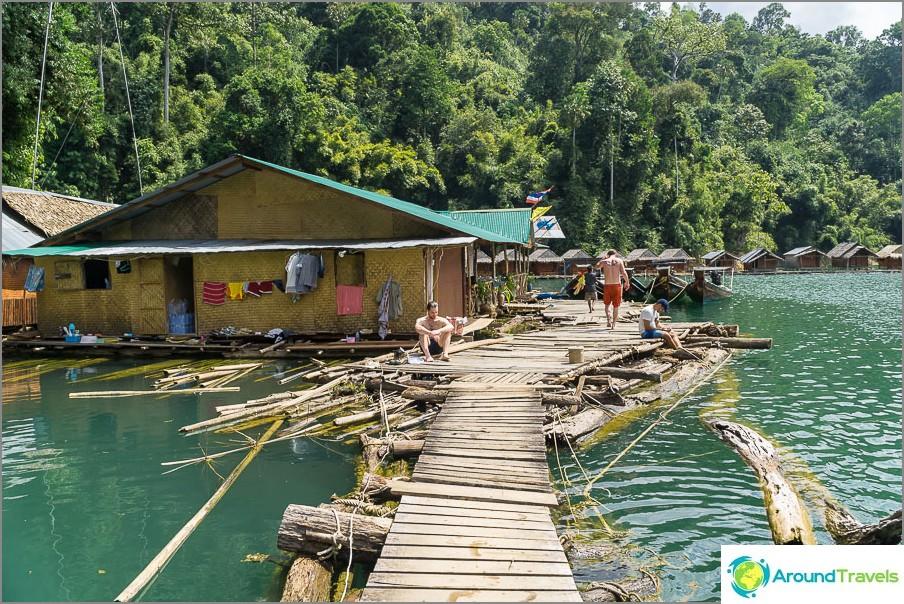Parvehuone Cheo Lan -järvellä