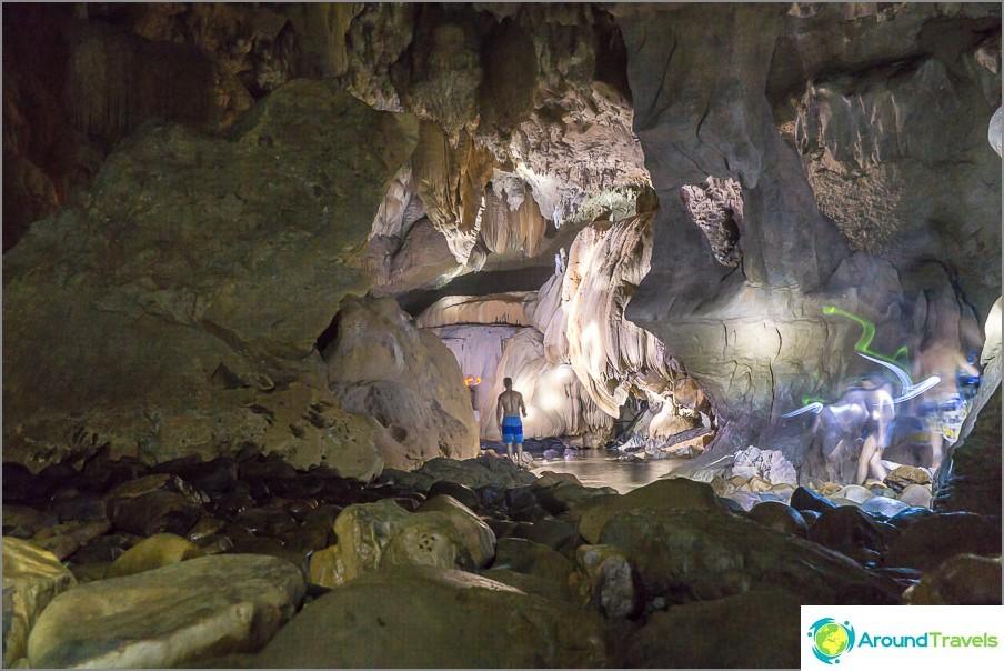 Ainoa normaali valokuva luolasta