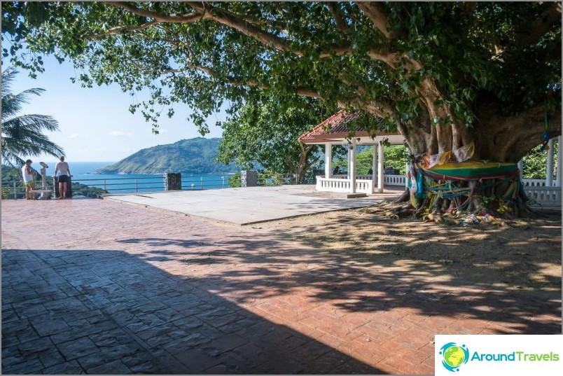 Näköalapaikka Promtepin kapilla - Phuketin eteläisin piste
