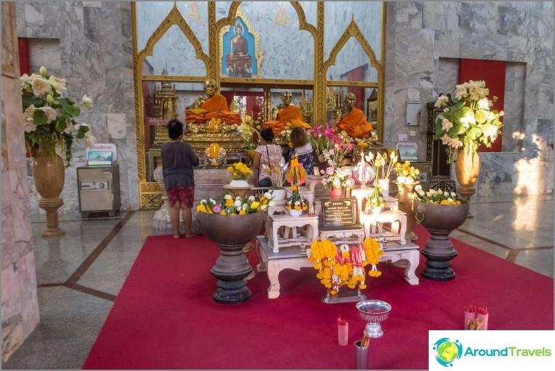 Sisällä Wat Chalong