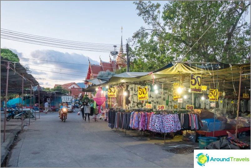 Puolet temppelialueesta on markkinoiden käytössä