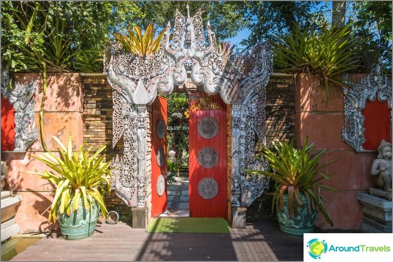 Suora sisäänkäynti kasvitieteelliseen puutarhaan