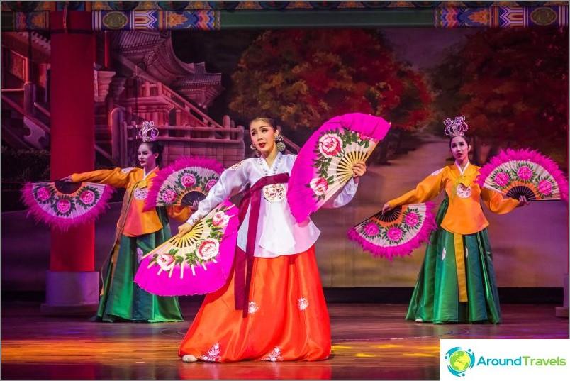 Шоуто на Алказар в Патая - моят преглед на травеститно шоу