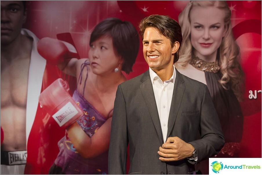 Madame Tussauds -museon sisäänkäynnillä tapaa Tom Cruise
