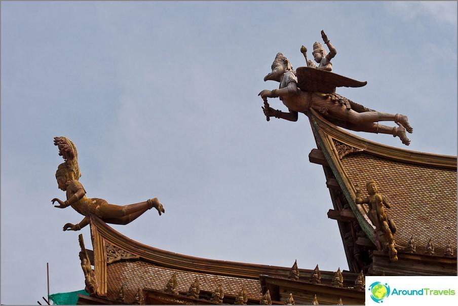 Totuuden temppeli - puinen totuus Pattayassa