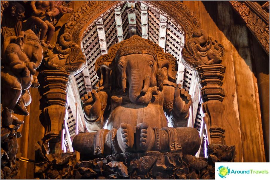 Elefantti ikkunassa