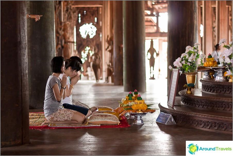 Buddhalaiset voivat tarjota rukouksensa