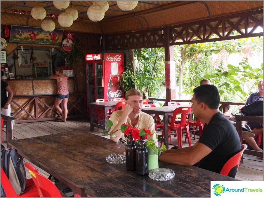 Olen samaa mieltä Bukit Lavangan vaellusta koskevan paikallisen oppaan kanssa