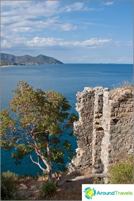 Näkymä linnoituksesta merelle.