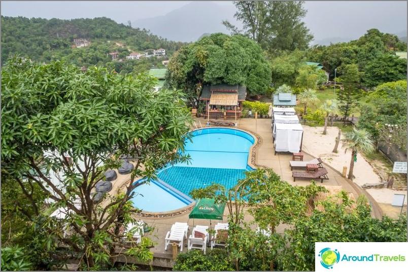 Хотелът разполага с басейн.