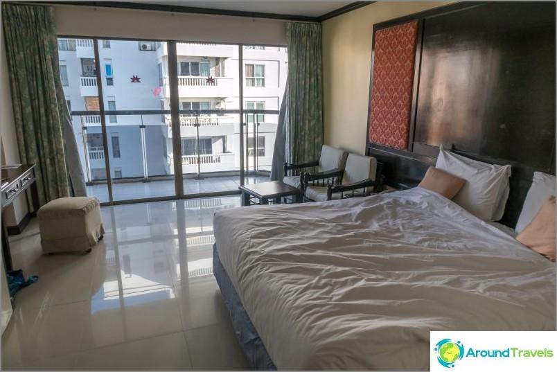 Loistava budjettihotelli Pattayassa ensimmäisellä rivillä - Mike Beach Resort