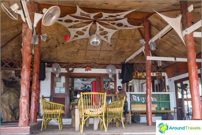 Majakka Phanganissa - teknojuhlat, baari ja bungalow