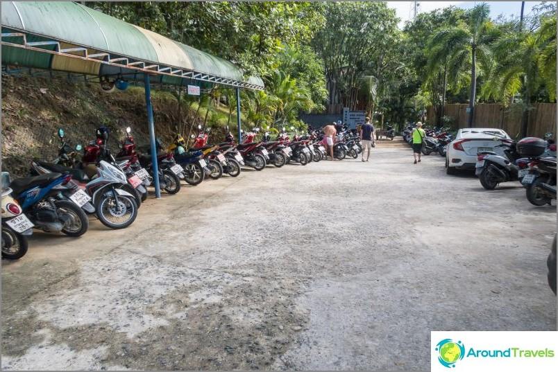 Lomakeskus- ja vieraspysäköinti