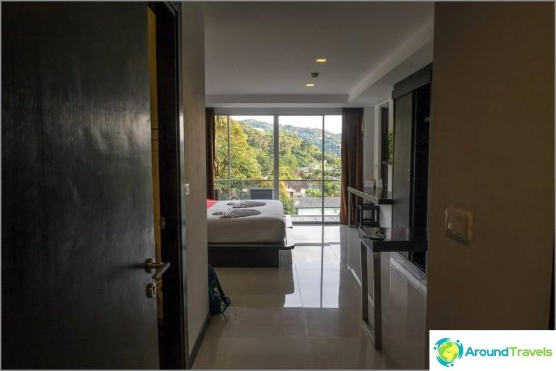 Oma huoneeni, hotelli Kata Phuketin rannalla