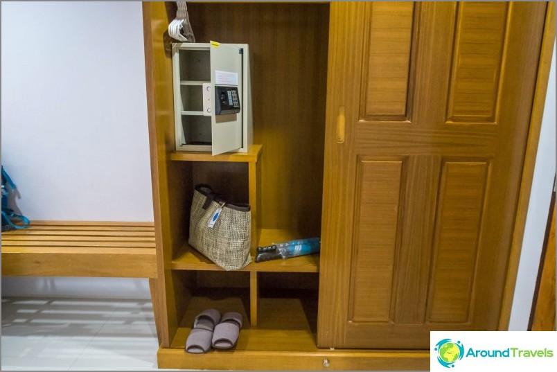 J'ai aimé que le coffre-fort soit grand, l'ordinateur portable s'adaptera facilement