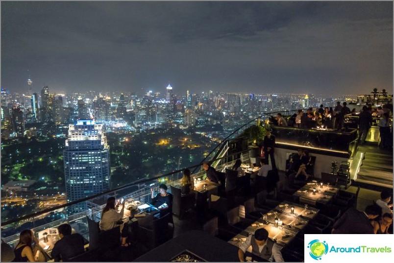 Ravintola näköalalla Bangkokiin