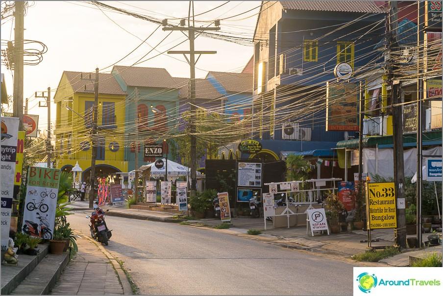 Весело оцветяване на някои сгради в Хао Лак