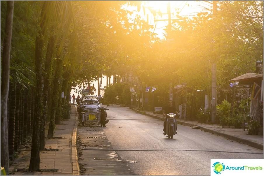 Доста сладка алея - достъп до морето по пътя Bang Niang