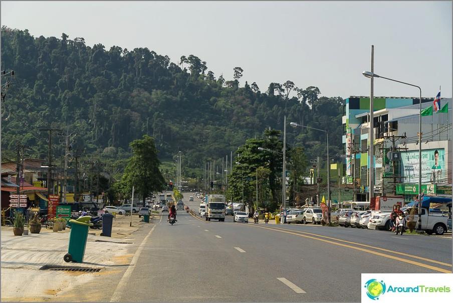Главната писта през Khao Lak