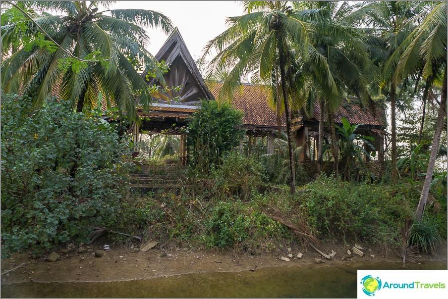 Разрушен хотел Цунами на плаж Khuk Khak