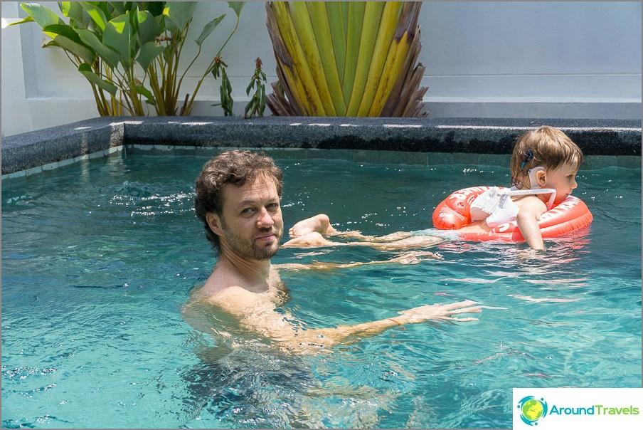 Täällä uimme nauttien viimeisistä päivistä Thaimaassa