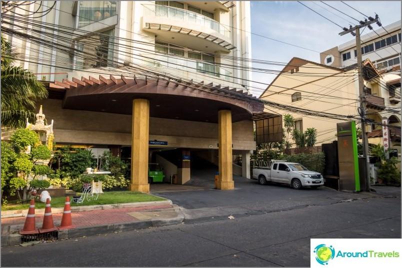 Хотел Бангкок с басейн на покрива - Lohas Residences