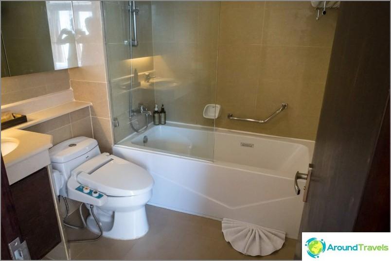 Умна тоалетна с дистанционно управление