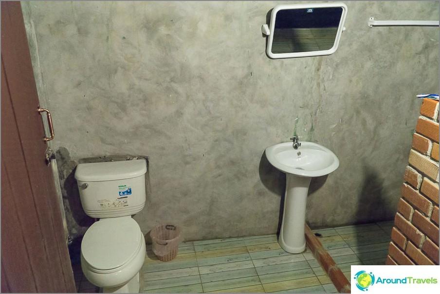 Melko tilava kylpyhuone