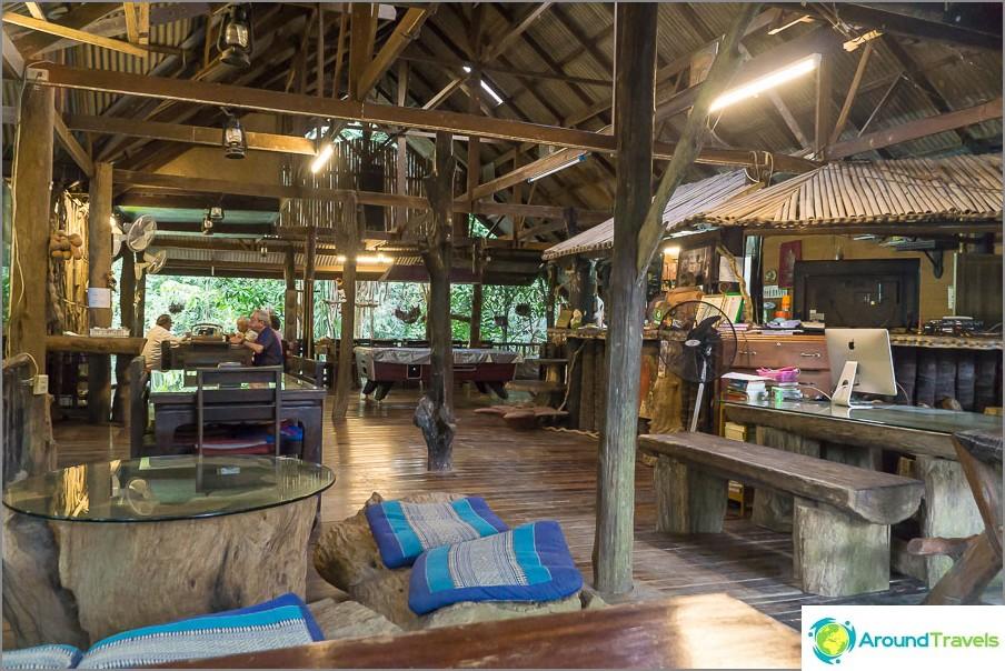 Khaosok Treehouse Resortin aula