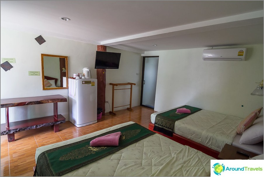 Hotelli Nai Youngin rannalla Phuketissa