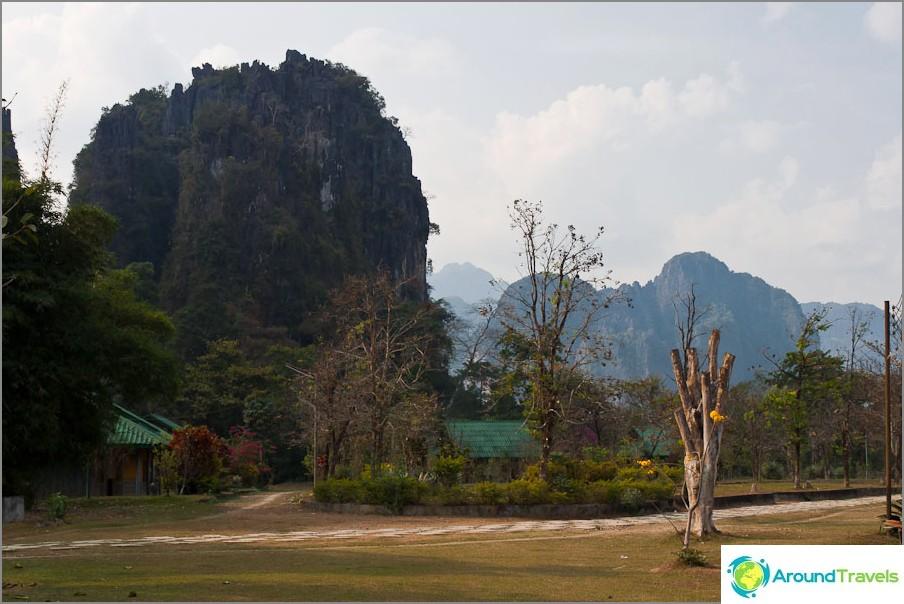 Lähellä Tham Changin luolaa