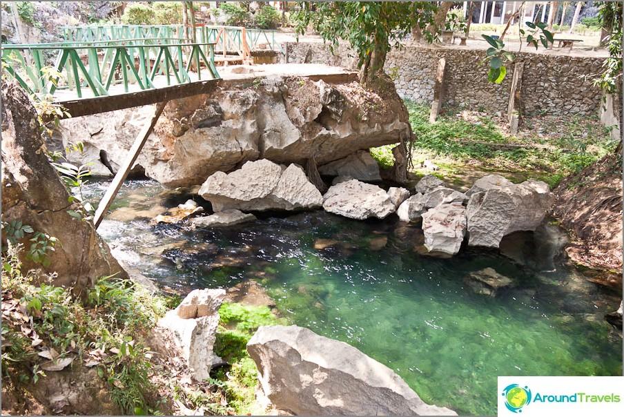 Joki virtaa laguunista
