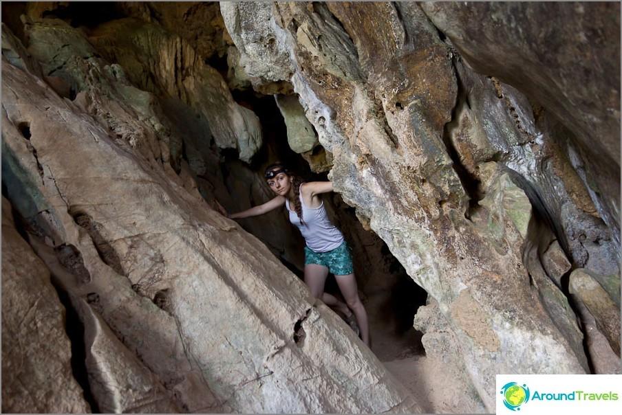 Tham Changin luolan lähellä on miniluolat