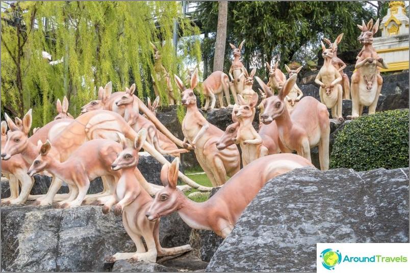 Puutarha on sisustettu tuhansilla konkreettisesti maalatuilla hahmoilla eri eläimistä